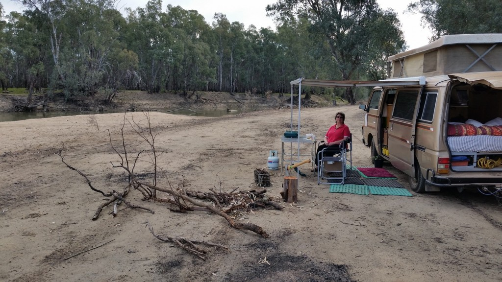 Darling Point camp Murrumbidgee River near Yass Sml