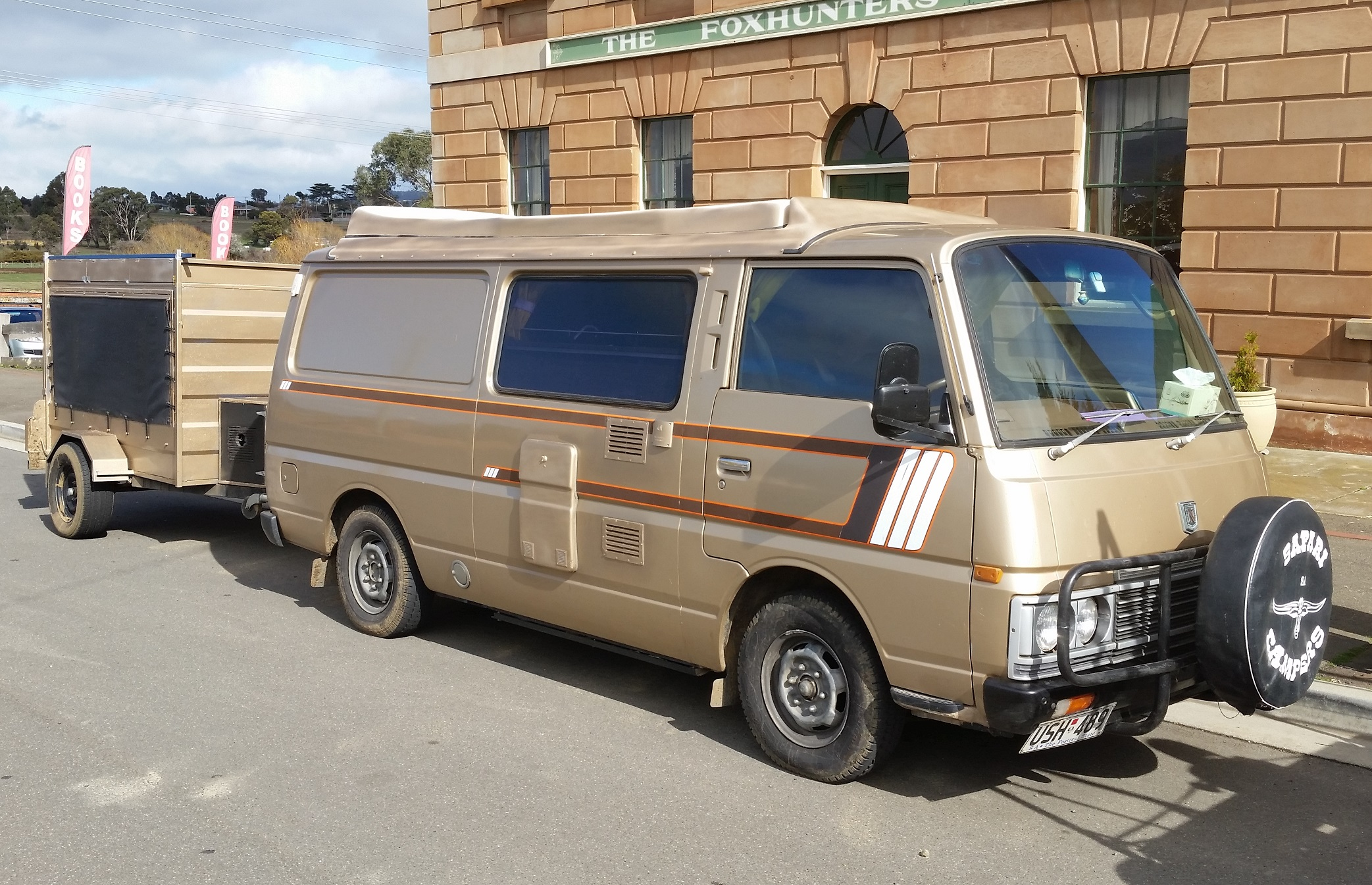 van trailer brown